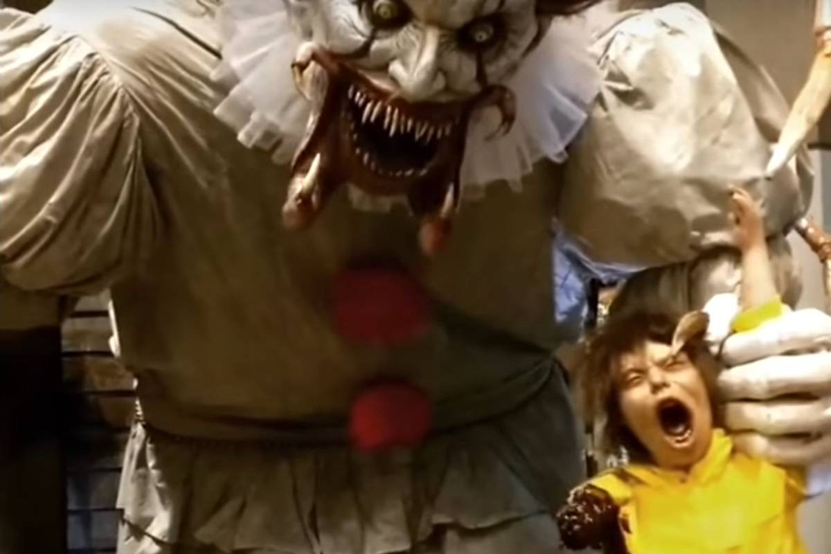 pennywise true form chapter 2  This Towering Animatronic Pennywise Hints at IT's Final ..